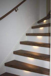 Eiken trapleuning zorgt voor een natuurlijk ogende trap