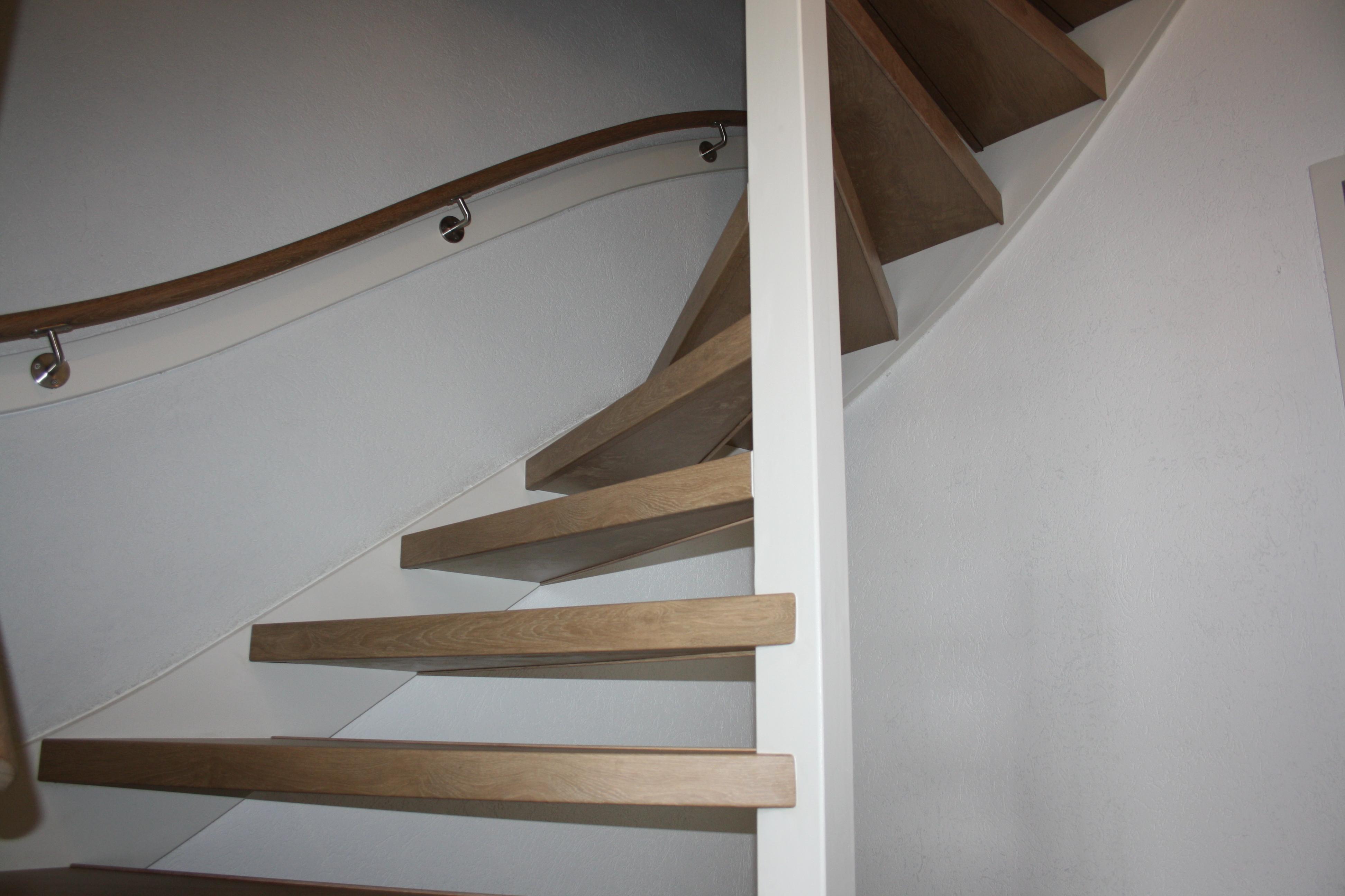 Magnifiek Na de renovatie van uw open trap is deze weer een ware eye-catcher @DI38